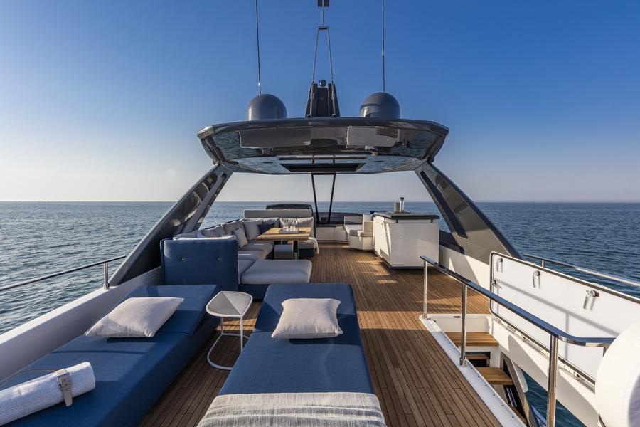 ANG-Yachts-Ferretti-780-Saint-Tropez-Bain-de-Soleil
