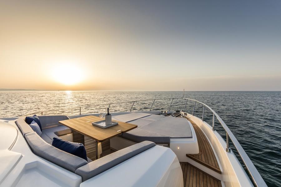 ANG-Yachts-Ferretti-780-Saint-Tropez-Toit-Terrasse