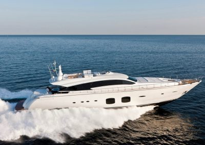 Pershing 108 Yacht