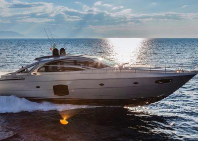 Pershing 70 Yacht
