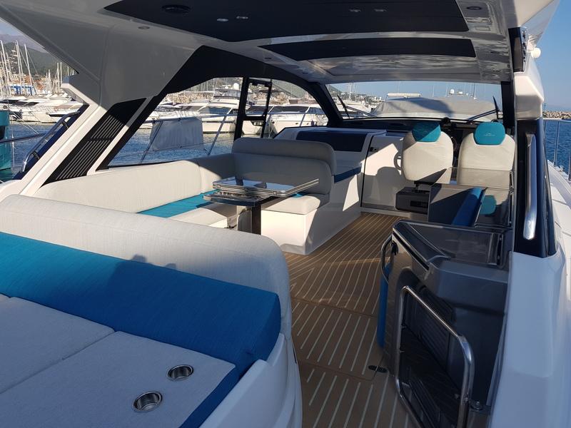 Azimut-51-Yachting-ANG-Saint-Tropez-Salon