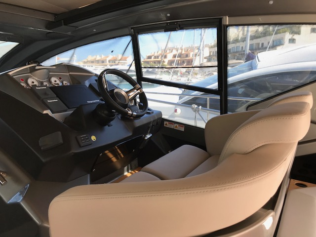 Location-Yachts-Cranchi-44-ANG-Cockpit