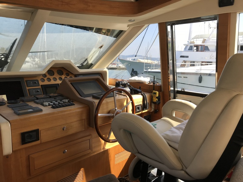 Location-Yachts-Guy-Couach-2100-ANG-Cockpit