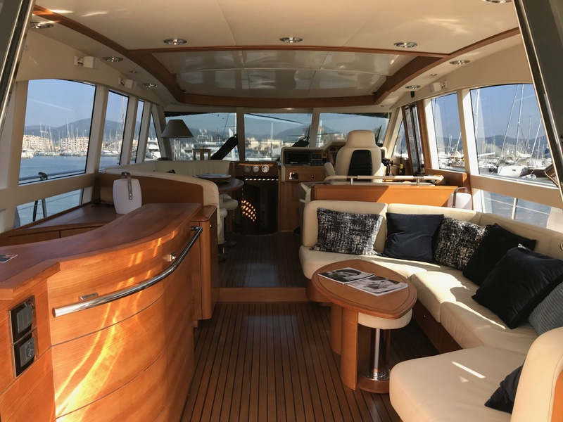 Location-Yachts-Guy-Couach-2100-ANG-Salon