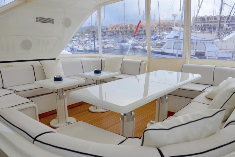 Location-Yachts-Mangusta-80-ANG-Salon