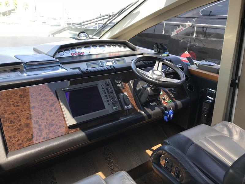 Location-Yachts-Princess-V70-ANG-Cockpit