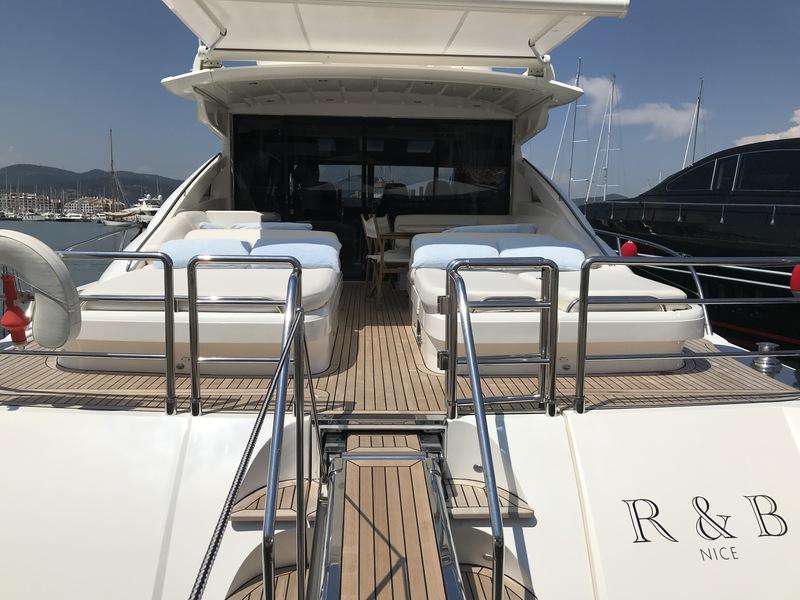 Location-Yachts-Princess-V70-ANG-Pont