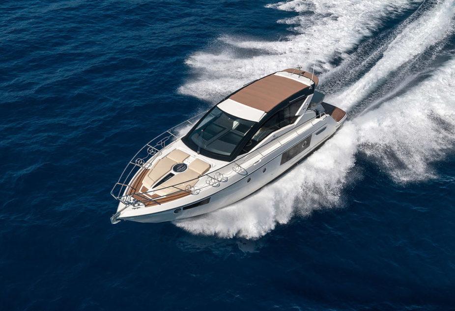 Locations-Bateaux-Yachts-Cranchi-44-ANG