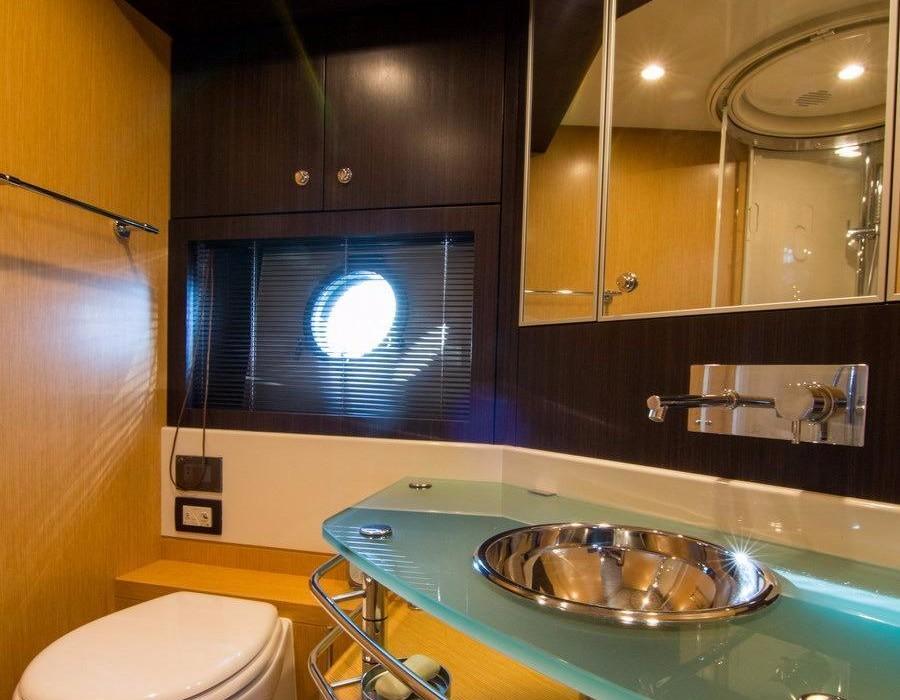 Riva-Vertigo-63-ANG-Yachts-Salle-Bain