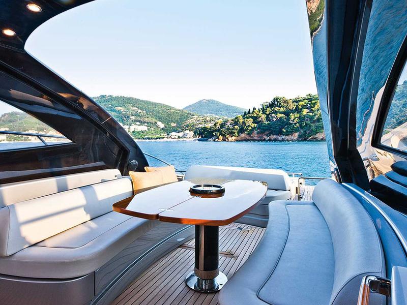 Riva-Vertigo-63-ANG-Yachts-Salon