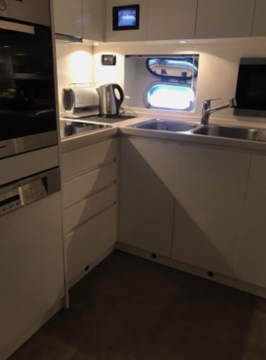 Léopard 27 Yacht Cuisine 2