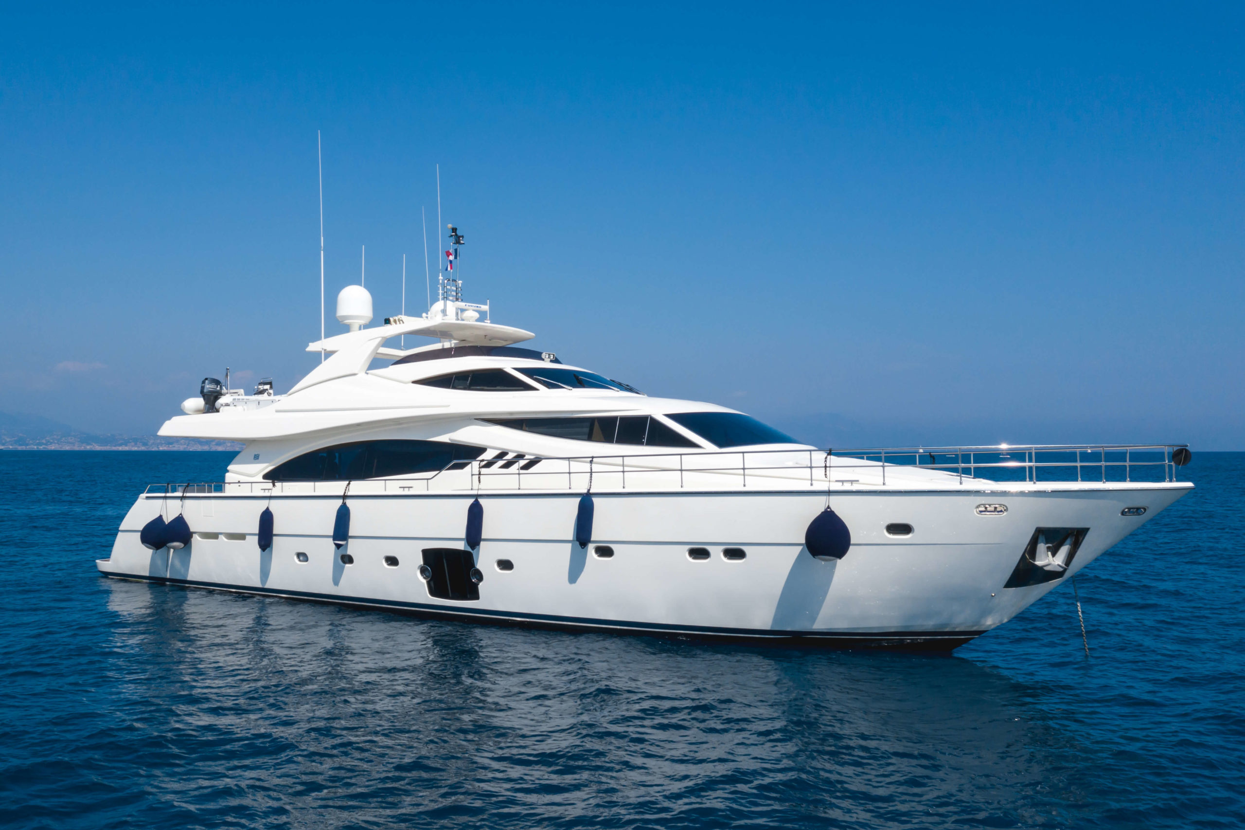 Location-bateaux-ang-yachting-ferretti-881-saint-tropez.jpg